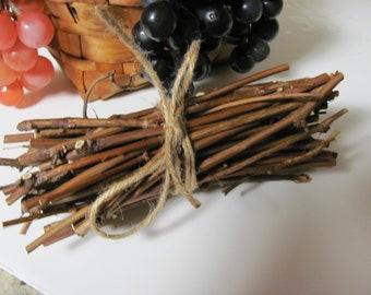 Grape Vine Wood Sticks / Twigs Chews for Small Pets, Rabbits, Guinea Pigs, Chinchillas, Rats, Mice, Pet Dental Care, Craft Sticks & Twigs