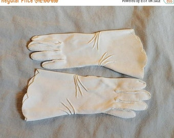 ON SALE: Vintage Ladies Gloves - White Gloves, Fownes Doette, Gauntlet-Style, 1950s or 1960s, size 5