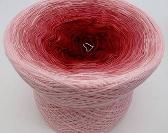 Lady Dee's Traumgarne - Rosenrot - Rose outside  - 4 ply gradient yarn, 5 colors, Color Changing Yarn