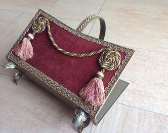 Classic stand with velvet in Baroque appearance