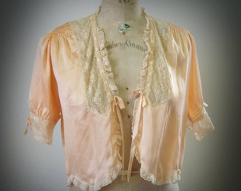 1930's Silk Satin Bed Jacket Vintage Peach Satin and Lace Ladies Boudoir Cover Up L