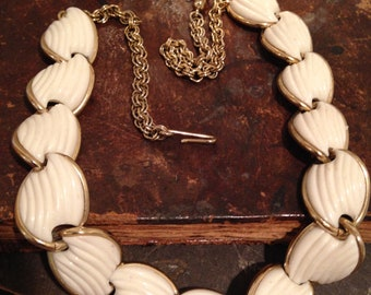 Off White Shell Look Gold Tone Link Choker