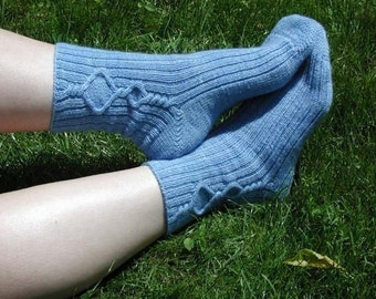 PATTERN Keyhole Cable Socks