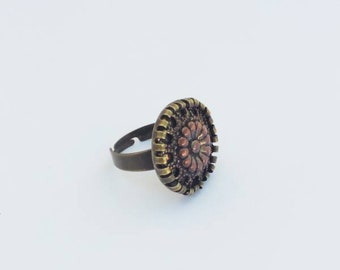 Vintage button ring, unique jewelry, shabby chic jewelry, old gold jewelry