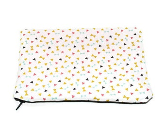 90 pouch-cosmetic case with multicolored triangles pattern