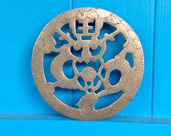 SALE-FREE SHIPPING-Vintage Unique Etched Brass Serpent & Flower Footed Trivet-Round Brass Trivet-Asian Decor-Chinoiserie-Plant Stand