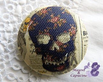 Button out of fabric, skull, 32 mm / 1.25 in
