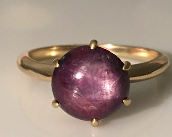 Victorian Natural Ruby Star Sapphire Solitaire Ring in 14K Gold c. 1890