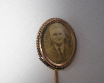 STICKPIN Man's Picture from the 1930's    Item No: 16693