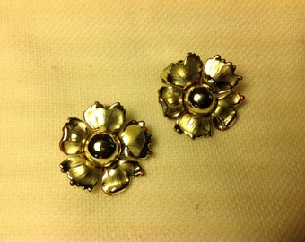 Vintage gold floral clip earrings