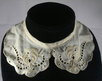 Vintage Ladies Off-White Cotton Eyelet Snap-On Collar