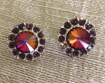 Rose Red Swarovski Rivoli Stone Clip on Earrings /  Estate Jewelry  / Gold Tone Setting / Collectible / Formal Attire Accessory