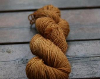 Lichen dyed 100 % superwash Polwarth wool, DK weight