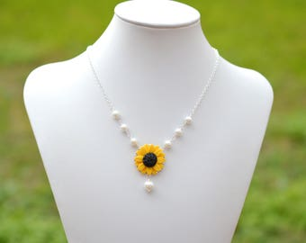 Yellow Sunflower Centered Necklace. Yellow Summer Necklace, Flower and Pearls Necklace.