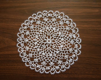 tatted doily//8 1/2 inches//white
