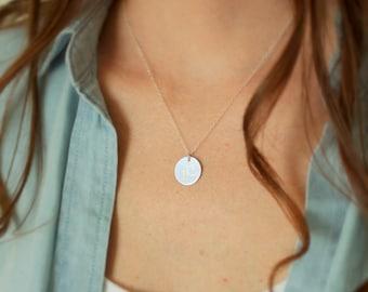 Meilleur ami cadeau, premier collier en argent, collier initiale Simple, brossé argent cercle, personnalisé, cadeau d'un ami, grand police Cursive