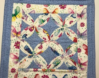 Quilted Wall Hanging - Cathedral Windows