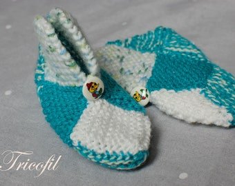 Hand knitted baby booties, green and white