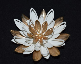 Sarah Coventry Floral Brooch, Vintage Gold Tone Flower Brooch, Floral Costume Fashion Jewelry, Sarah Cov Pin