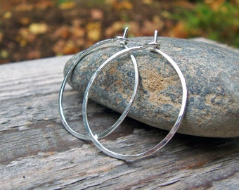 1 inch Sterling Silver Hoop Earrings, 18 Gauge, Medium, Hammered Hoop Earrings, Argentium Sterling Silver, Thin Hoops, Modern, 935 Silver