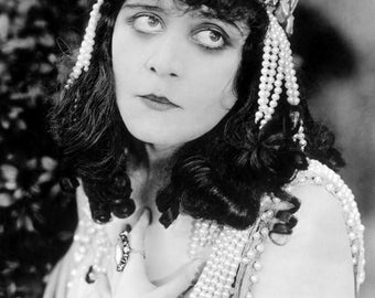 "Theda Bara Monochrome Photographic Print 02 (A4 Size - 210mm x 297mm - 8.25"" x 11.75"") Ideal For Framing"