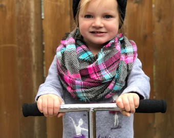 Black knit hat, beanie, perfect for boys and girls, super warm, perfect for winter months, ships FAST!