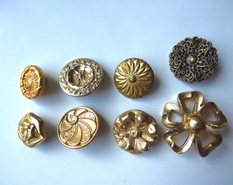 Different buttons vintage gold tone, the shape of flower or rosette or set of 2, pucks diameter 1.7 cm-3.4 cm
