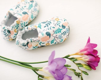 Valor Plumes Baby Shoes / Baby Moccasins / Baby Moccs / Montessori Shoes / Soft Soled Shoes / Organic Moccs / Organic Baby Shoes