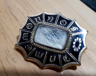 This is a beautiful antique victorian 15ct yellow gold and enamel mourning brooch pin