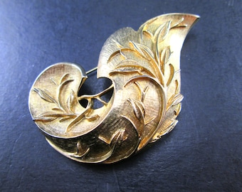 Vintage Sarah Coventry Gold Tn Curled Leaf Dimensional Brooch Pin 60s Signed Sarah Cov