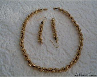 black and gold necklace: elegant, chic and refined, the set.