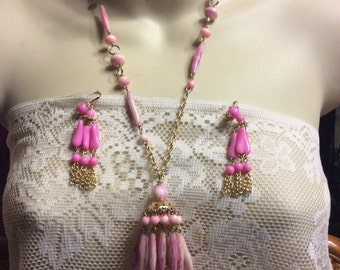 Vintage 1950's Hong Kong marbled pink acrylic chandelier necklace earrings set.