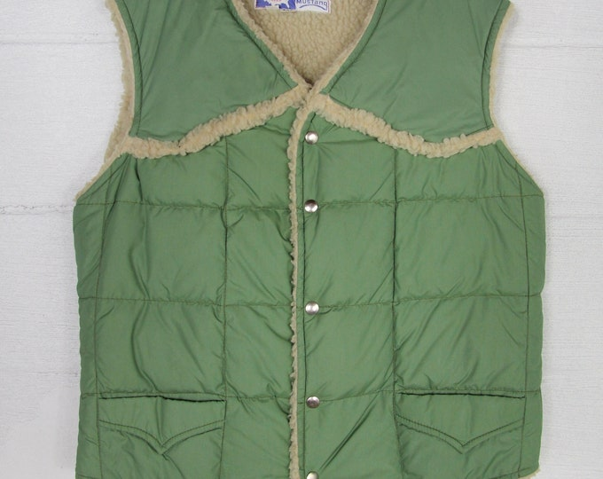 70's Green Vintage Puffer Ski Vest Size Large Made in USA