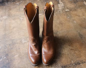 7 D COWBOY BOOTS / Vintage Western Footwear / Simple Brown Leather Boots / Women's Size 8 1/2