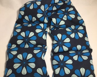 Heating Pad, Flax Seed filled heating pad, neck warmer, microwaveable, blue, modern daisies, segmented design, handmade
