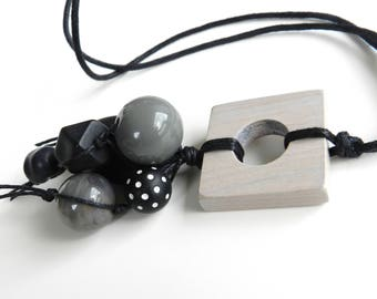 LoNg NecKlacE  with  WOOD pendant