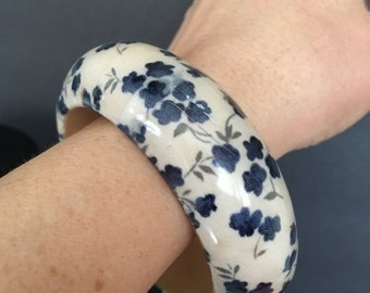 MAY SALE Vintage 70s Ecru Bangle With Small Blue Flowers Retro Bangle