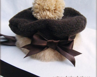 Mini chocolate beret: soft plush faux fur and pompon
