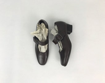 cocoa leather mary janes / size 5.5