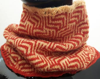 Two Color Mosaic Maze Knitted Cowl