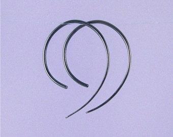 Apostrophe black niobium open hoop earrings