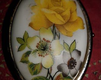 Very Pretty Vintage Pill box