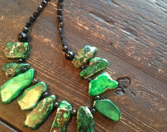 Earthy amazing green and brown agate tribal necklace finished with black spinel and mixed with black swarovski pearls