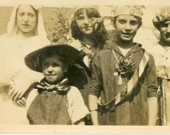Vintage 1910's Boy and Girls Halloween Trick or Treater's photo ~ B30