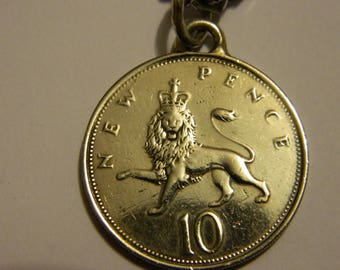 Vintage 1969 Great Britain Coin Pendant & Chain Necklace Crowned Lion 10 Pence #34