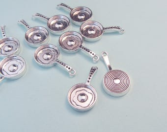 Set of 10 charms - Pendants - Frying pan or saucepan - Miniature cooking - Antique silver metal