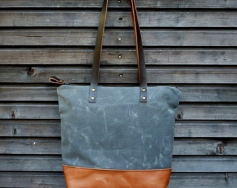 Tote bag in waxed canvas with leather handles and zipper closure