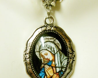 Virgin Mary in prayer pendant and chain - AP05-341