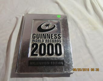 Guiness World Records 2000 Hardcover – 2000 by Managing Editor Nic Kynaston
