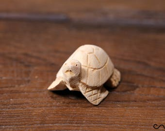 Handmade Hand-Carved Natural Small Wooden Turtle Animal Crafts Home Decor